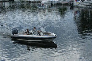 cops-on-lake